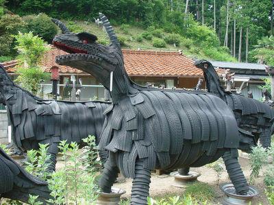 古タイヤの恐竜その1
